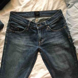 Fina tiger of Sweden jeans i bra skick som är i skinny modellen. Sitter fint och skönt och är väldigt fina nu till sommaren :) frakt 30kr eller möts upp i gbg