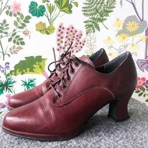 Vintage Blueway skor med klack i storlek 39. Sparsamt använda och i mycket bra skick🌸.   Kan mötas i Boden/Luleå eller så får köparen stå för frakten😊.