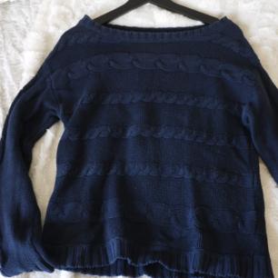 Stickad tröja med mönster från Size≠edle Köparen står för frakten Paketpris vid köp av flera grejer