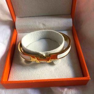 Hermes armband, väldigt fin kopia. Aldrig använd