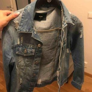 XS men oversize så den sitter normalt på mig som e M/S i tröjor