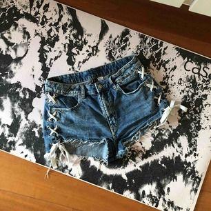 Blåa shorts med snörning på sidorna Nypris: 275 Bra skick Fri frakt⭐️