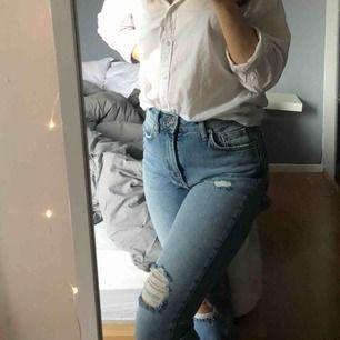 Super snygga slitna jeans från hm, aldrig använda