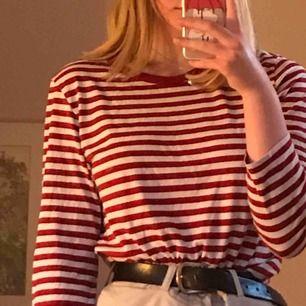 Röt och vit randig tröja från MONKI <3