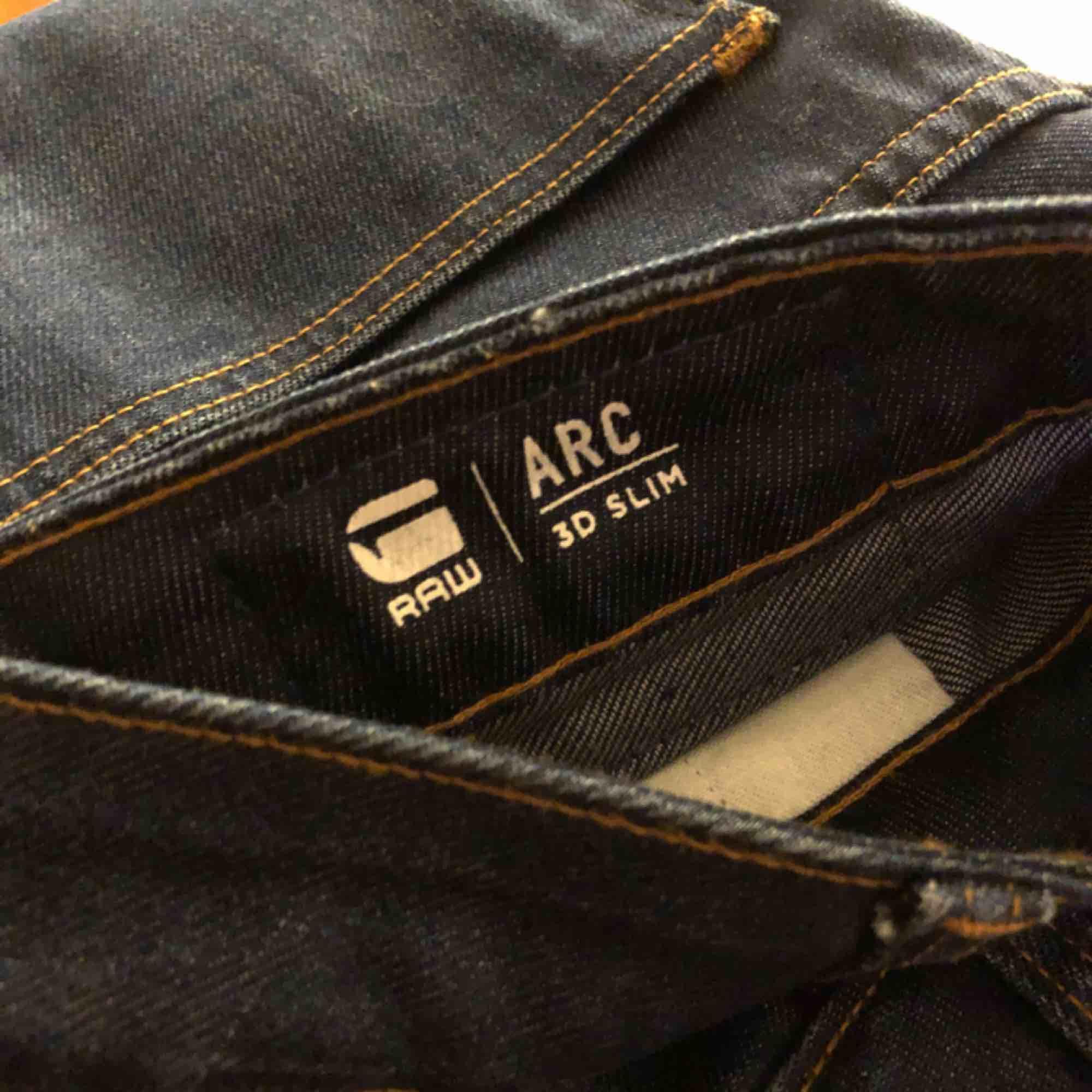 Supersnygga G-star jeans som aldrig är använda! De köptes utan öppetköp för ca 1300 kr, men passade tyvärr inte. Köparen står för frakt! . Jeans & Byxor.