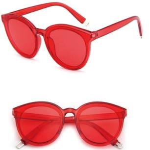 Röda feta solglasögon, endast testade men tyckte inte de var min stil :( Samma modell som sists bilden men annan färg. Frakt 18 kr.