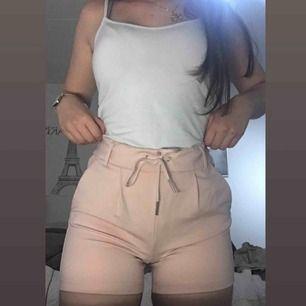 Rosa shorts från Only, oanvända prislapp e kvar på plagget. Original pris 300kr,säljer för halva priset så 150kr.
