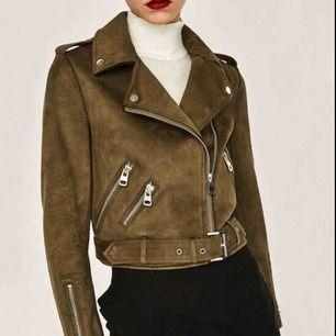 SÖKES!! Söker denna bruna mocka jacka från Zara i storlek S ❤️❤️