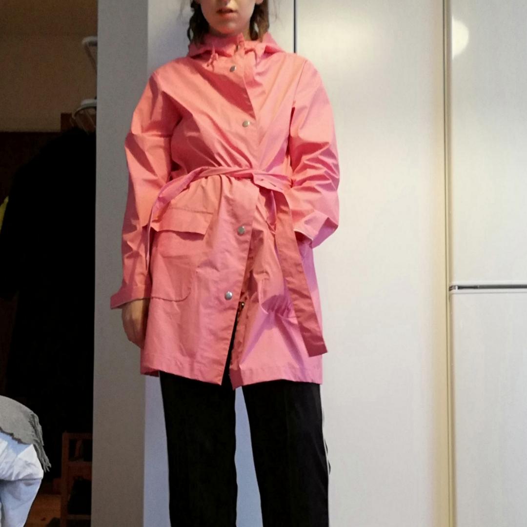 Rosa regnjacka från Bikbok stl M, knappt använd. Frakt 63 kr. . Jackor.