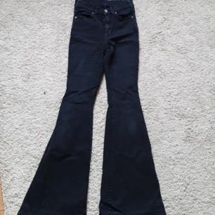 Dr denim jeans i modellen macy. Vill bli av med och rätt använt skick (Inga hål dock) därav priset.   Frakt 18 kr