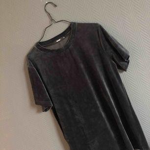 Frakt ingår i priset! ✨ Sammets T-shirt