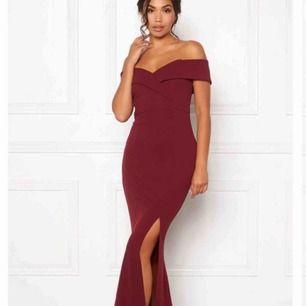 SÖKER SÖKER SÖKER! Denna klänning från Bubbleroom, i storlek S, alltså 36! Om någon har denna och kan tänka sig sälja, snälla kontakta mig <3. TACK