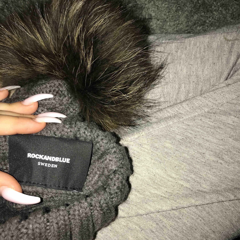 rockandblue mössa äkta päls, säljer p.g.a tycker inte ja passar i mössa men detta är jättefin 🤗. Accessoarer.