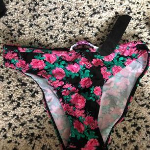 En helt ny bikini, aldrig användt. Storlek S Kan fraktas vart som helst men köparen står för frakten