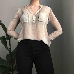 Transparent blus med mönster och fickor framtill • från Zara, storlek S 💌Frakt ingår💌