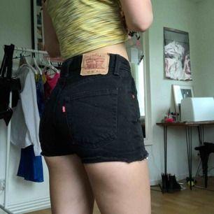 Levis shorts, modell 595 02. Strl W27. Hämtas i skanstull / mottagaren betalar frakt.