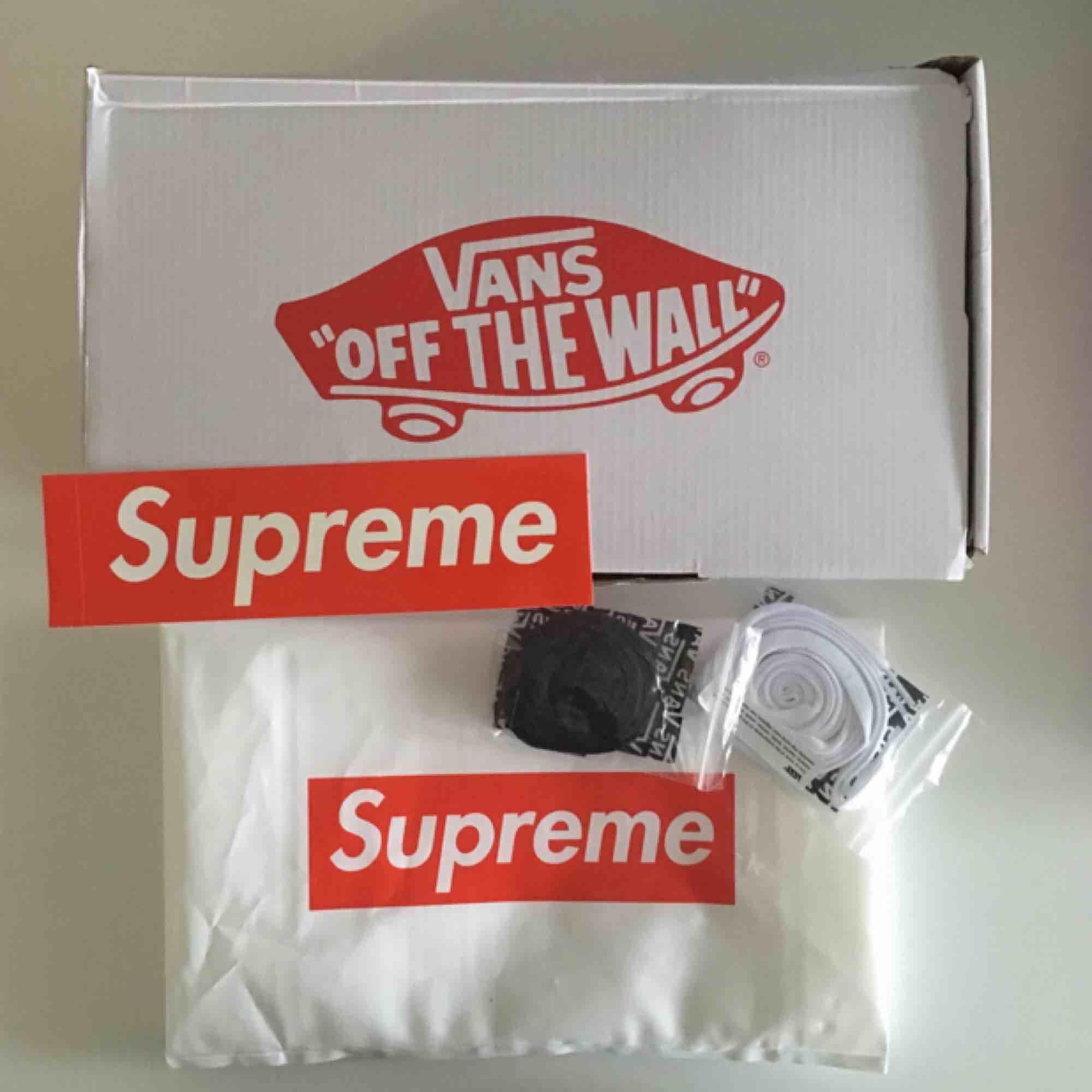Supreme x Vans sid pro i lila färg. Alla tillbehör är med. Aldrig använd . Skor.