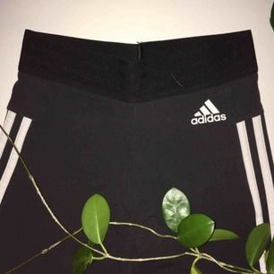 Adidas crop leggings, i fint skick