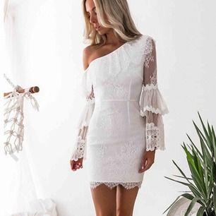 Helt ny klänning, storlek XS aldrig använd, nypris 699kr. OBS inga lappar.