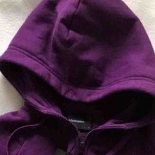 Ny Peak Performance luvtröja/hoodie, lila (plum).
