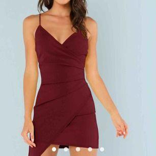 Helt oanvänd klänning, säljes pga att jag hittade en annan!