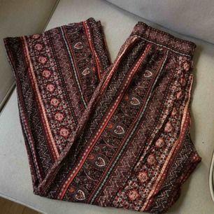 Sköna tunna byxor, perfekt för sommar. Frakt 36kr