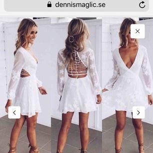 Säljer världens finaste studentklänning!! Wonderland Dress från Dennis Maglic! Endast använd en gång(2018), nypris 799kr! Så sjukt fin att den förtjänar att används mer än en gång💓💓 Skriv för fler bilder!!  Frakt tillkommer💖
