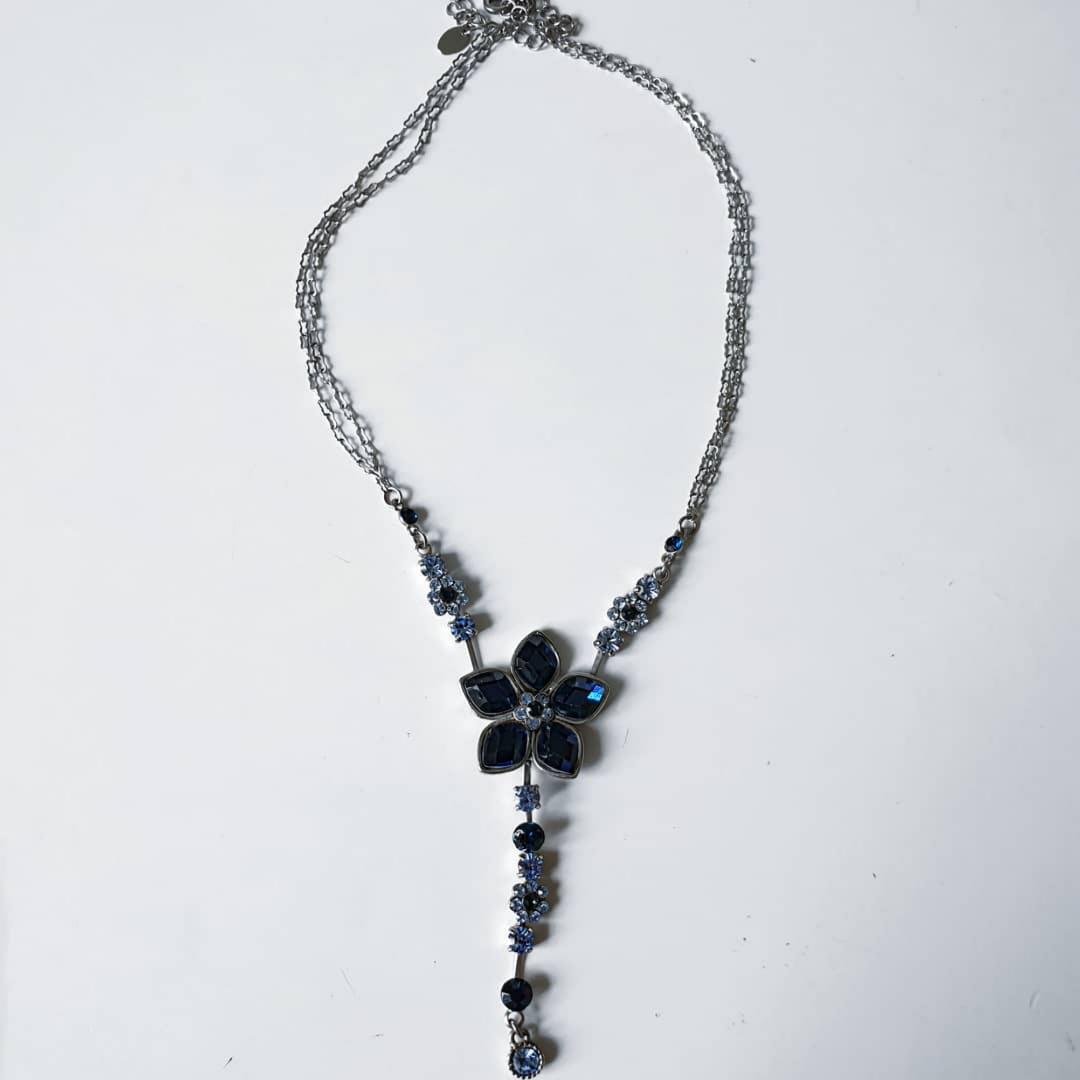 Sött halsband perfekt till t.ex bal med en glasblomma.. Övrigt.