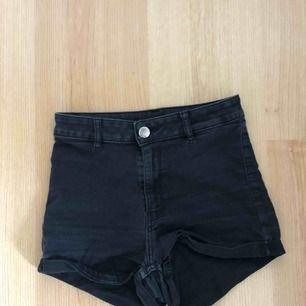 Högmidjade shorts, sitter väldigt bra!! Frakt ingår🤟🏼💖🥰