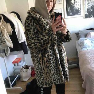 Fusk päls leopard. Ord pris 900kr