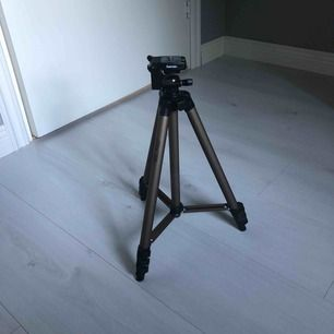 Hama Kamerastativ 40cm upp till 100cm. Frakt +50kr