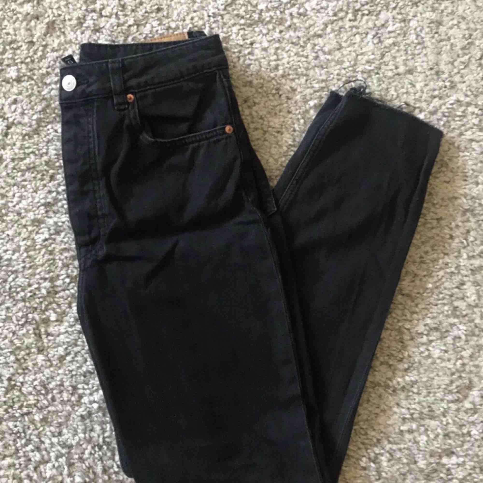 Mom/boyfriend jeans från H&M. Storlek 36 Max använda 5ggr. Jeans & Byxor.