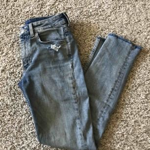 H&M slim boyfriend jeans med normal midja! Storlek 25.