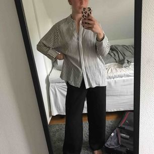 Super fin blus/skjorta (lite längre ibak) från River Island! Säljer pga använder ej längre 🥰