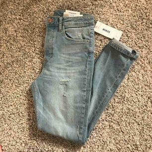 High vintage skinny jeans, aldrig använda med alla lappar kvar! PS bild hur de sitter på finns längre ner i mitt feed!!