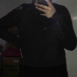 *Ny sweatshirt från NEUW!  *Små prickar på tröjan, se nästa bild.  *Prislapp kvar!