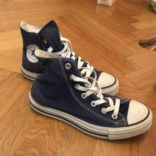 """Jeans blåa"" converse. Oanvända"