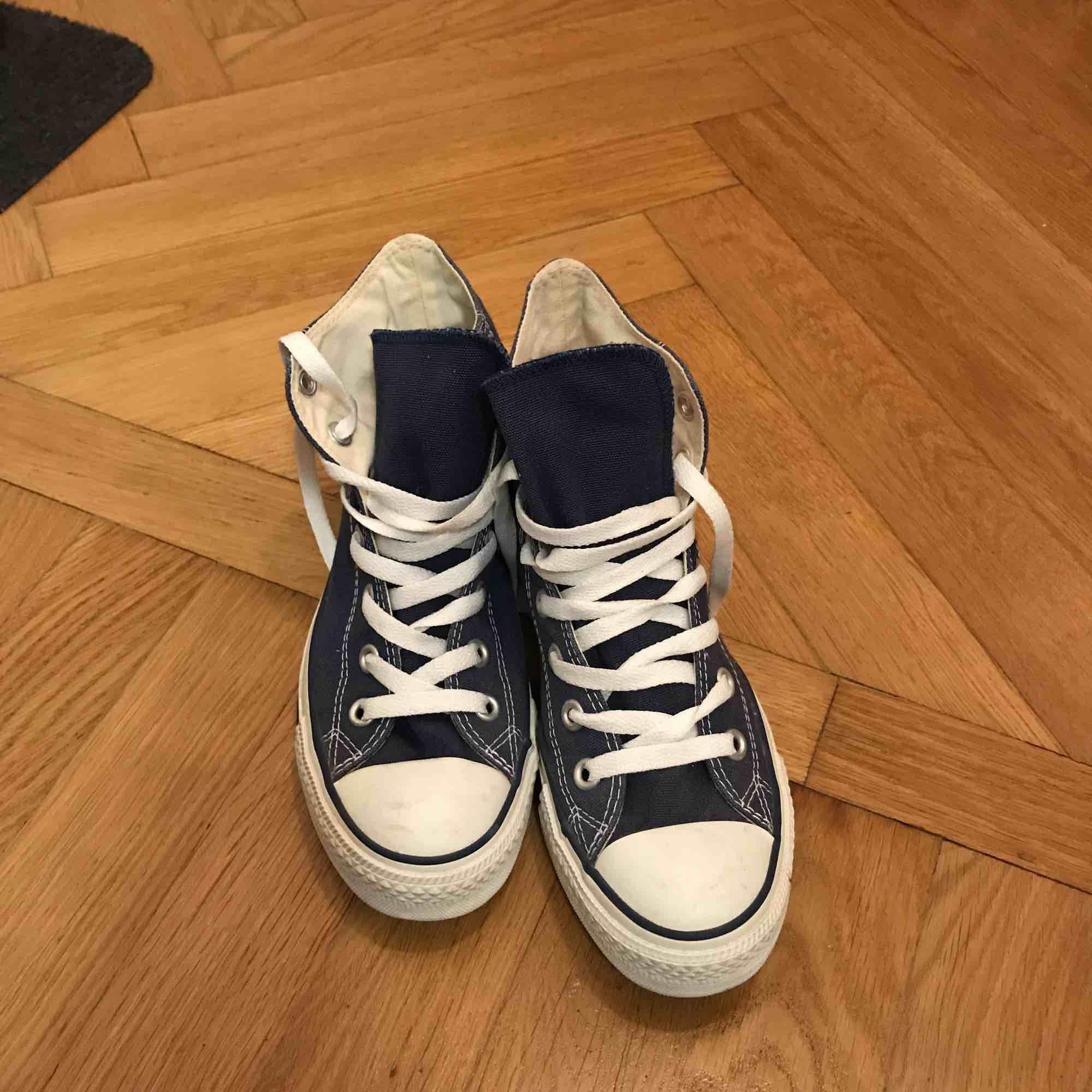 """""""Jeans blåa"""" converse. Oanvända . Skor."""