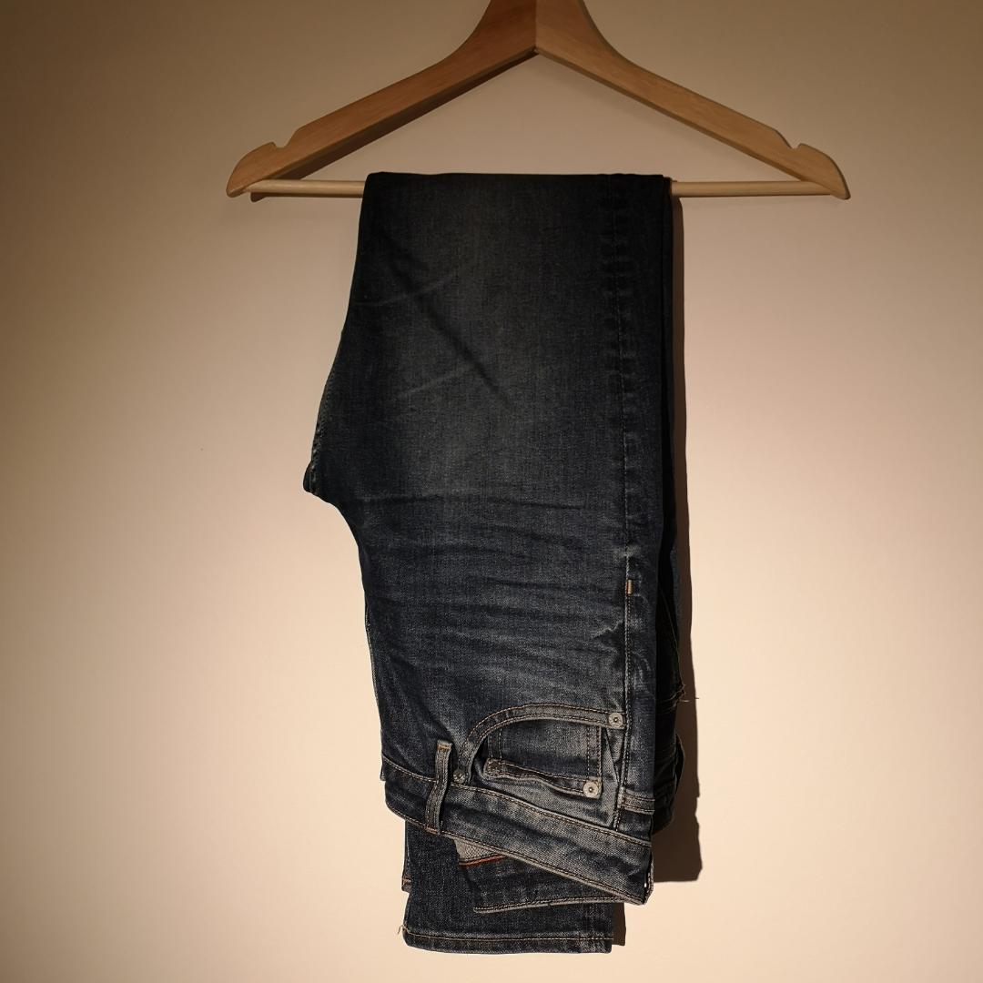 Fina jeans använda 2 gr pga köpte fel strl. Modell: ganska raka med medel hög midja. Perfekta på mig som är 170. Tar swish! Ställ frågor om du undrar något😊 frakt tillkommer. Jeans & Byxor.