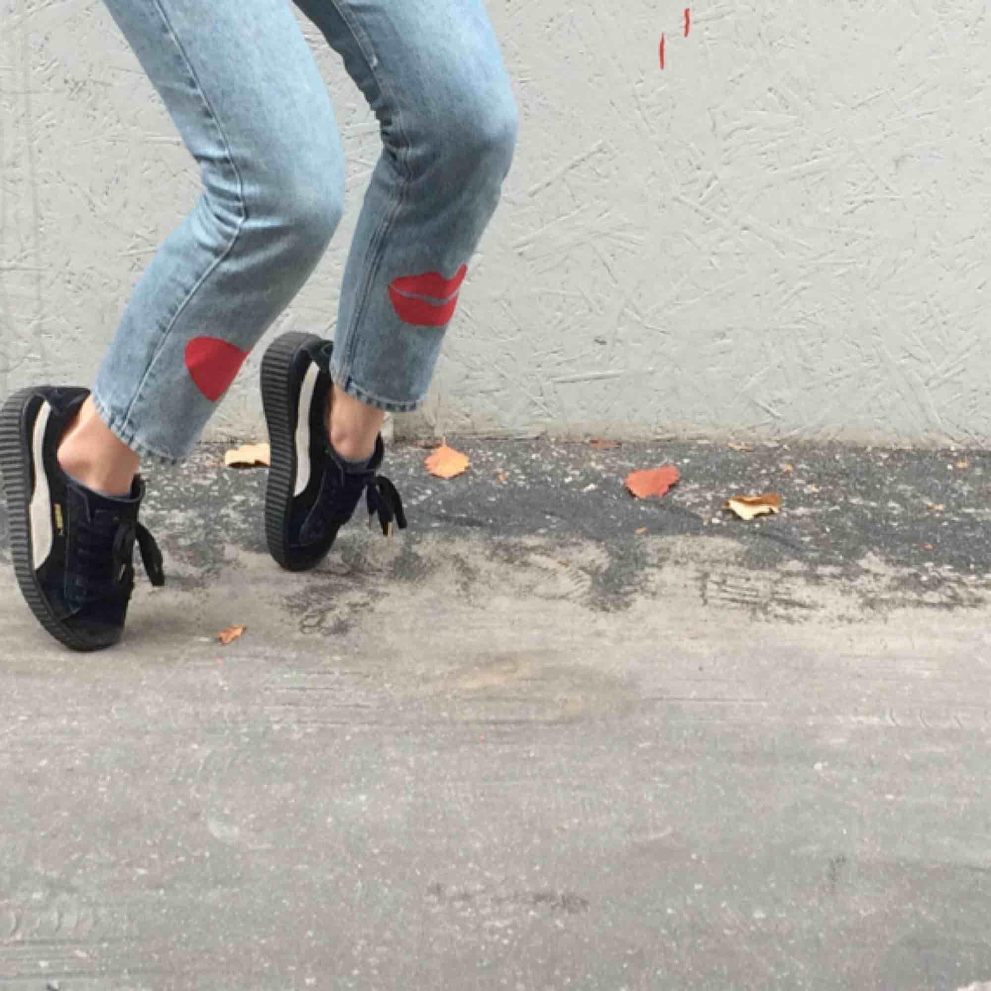 💋🌟IGGY JEANS🌟💋 Snyggaste & coolaste högmidjade jeansen designade och målade på av Iggy!! Mina favvobrallor men säljer de då de inte används tillräckligt:/. Kan mötas upp i Sthlm eller frakta:). Jeans & Byxor.
