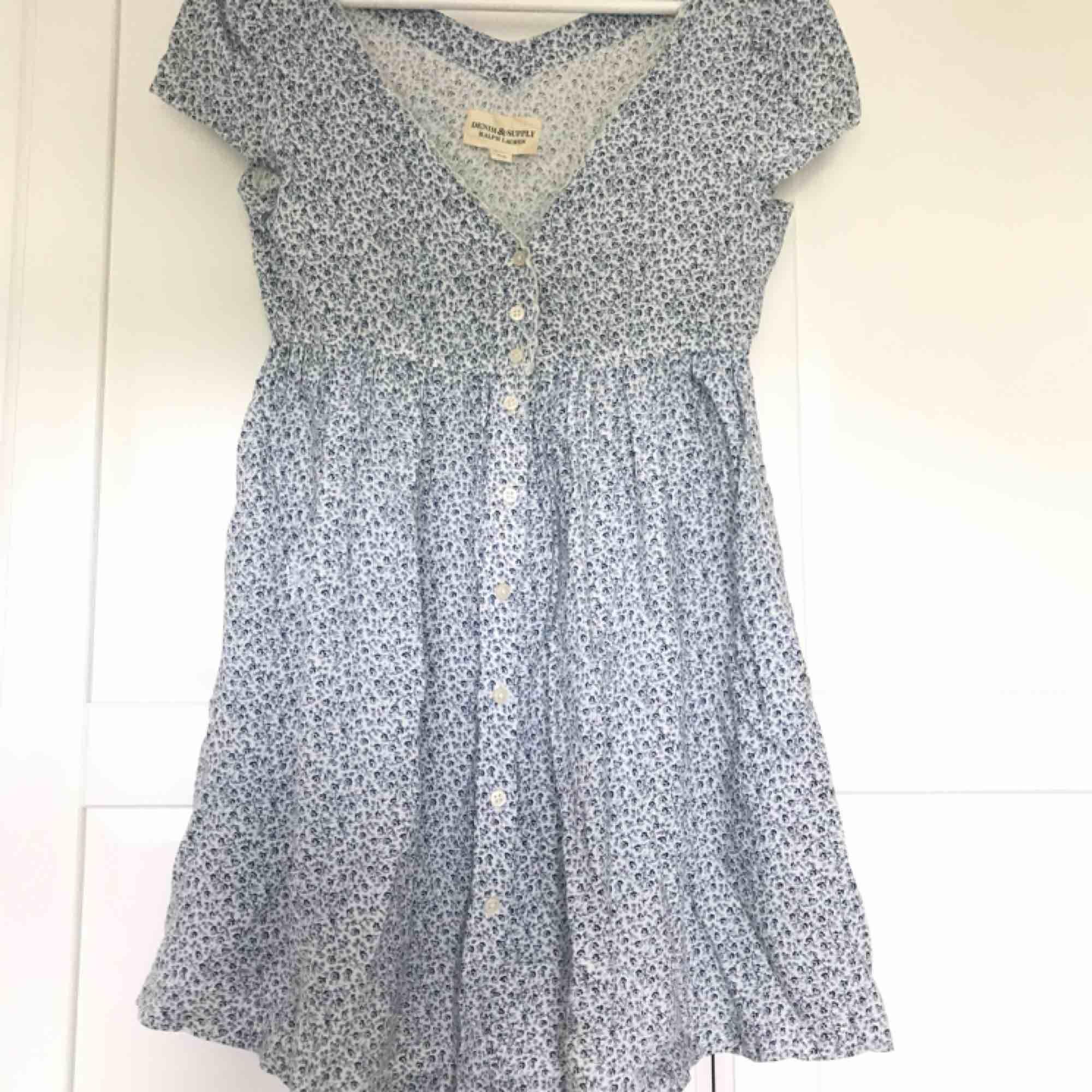 klänning från ralph lauren denim&supply. väldigt kort på mig som är 1.75, passar nog bättre om man är lite kortare. Klänningar.