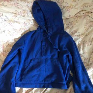 Gullig hoodie från h&m, lite vidare i armarna! 💙 köpare står för frakt!
