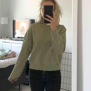 Basic sweatshirt från NAKD.  Storlek M men passar S. Nypris: 249kr, mitt pris 70kr + frakt