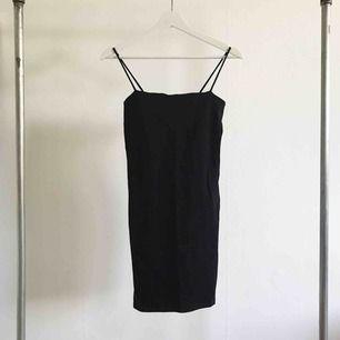Oanvänd klänning från Gina Tricot!