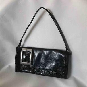 Dreamy svart ormskinn-imitation väska ✨ Frakt 30kr