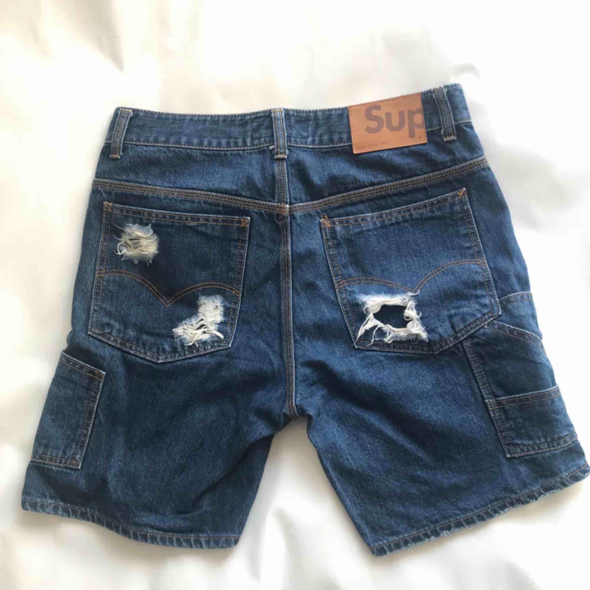 Supreme ripped jeans shorts ✨ Frakt 40kr. Shorts.
