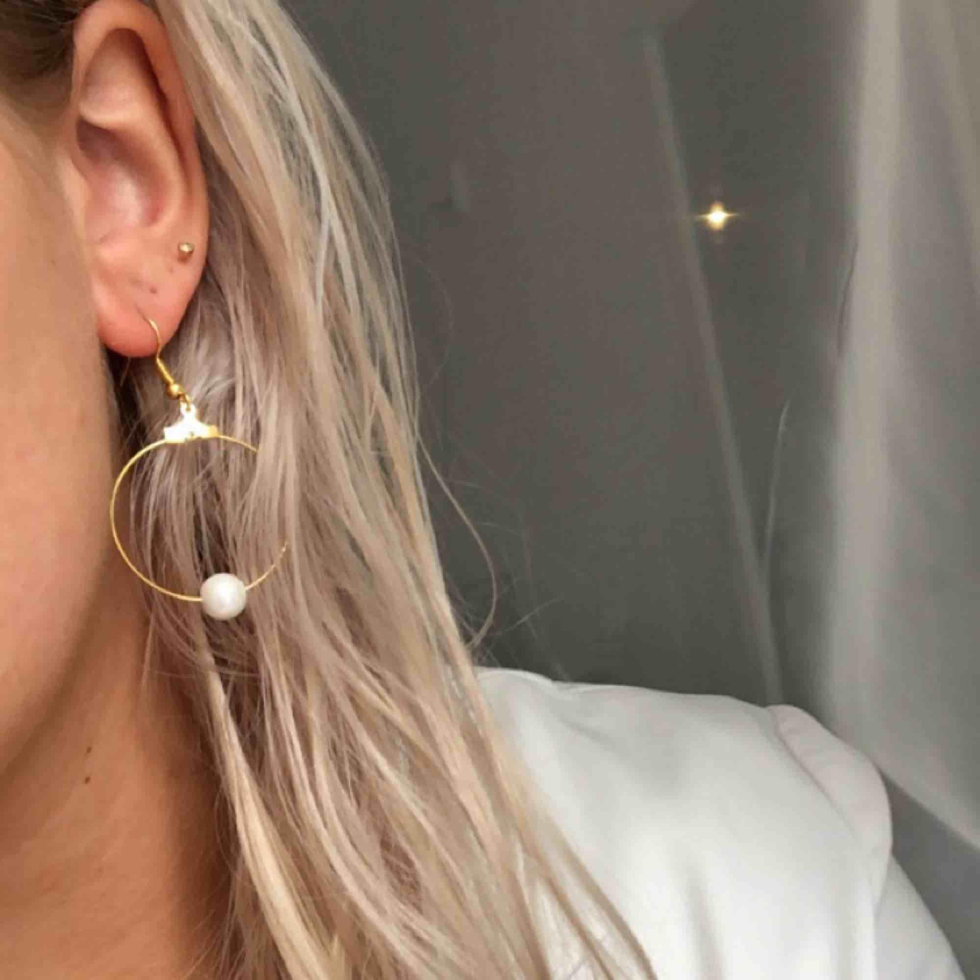 Nya, oanvända örhängen med glaspärlor! 7 kr frakt. Accessoarer.