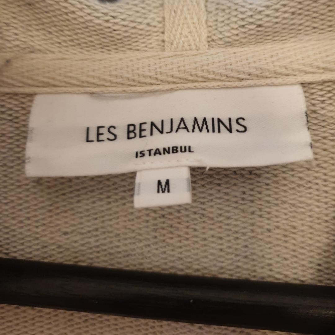 Les Benjamins  Cond 8/10 Passar M/S Kan frakta men det står du för ;). Tröjor & Koftor.