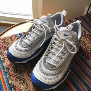 Nike air max 97. Knappt använda. Köpte dom för 1900kr men de står bara i hallen så därför säljer jag dom.