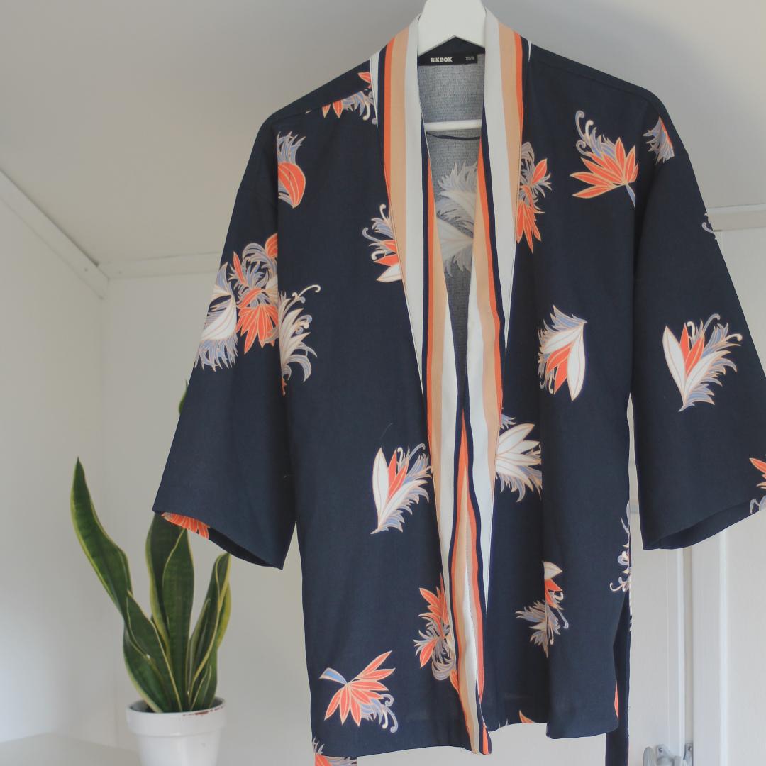 Jättefin kimono från Bik Bok! Endast använd två gånger! . Jackor.